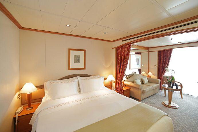 silversea-ship-silver-whisper-veranda-suite-01.jpg