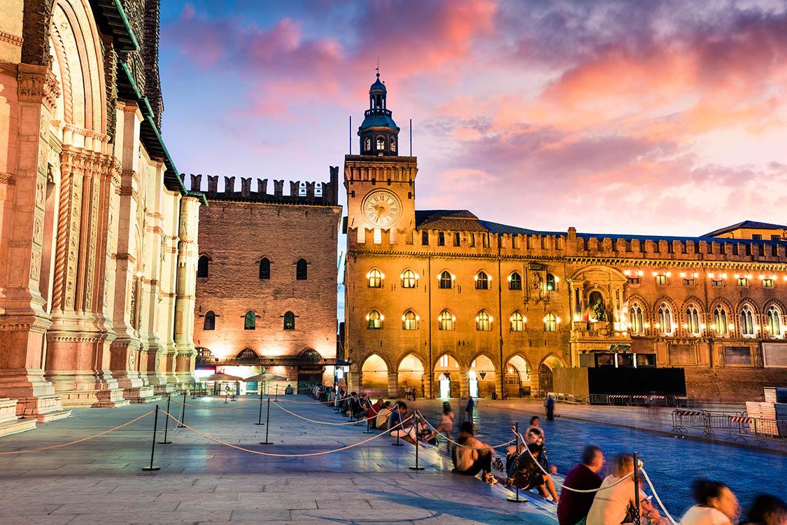 Italy-Bologna-Palazzo-dAccursio-sml.jpg