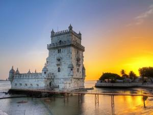 Portugul-Lisbon-shutterstock_181166951-300x225.jpg