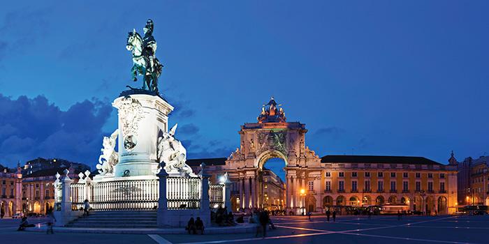 CC_Lisbon_Palace_Square_700x350_tcm22-120001.jpg