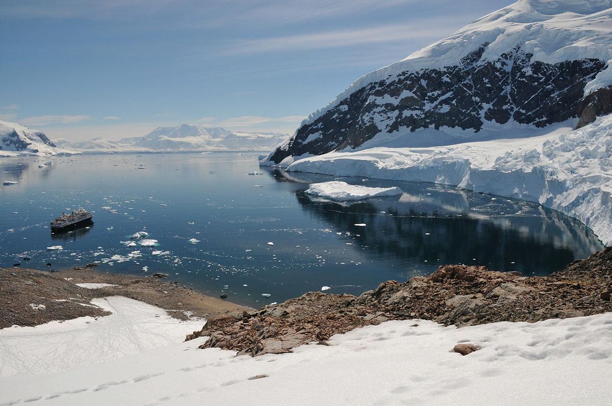 silversea-antarctica-cruise-landscape-2.jpg