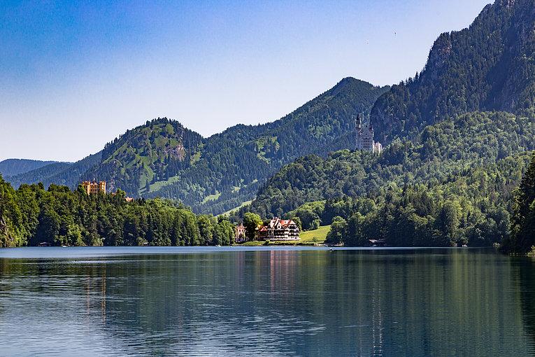 csm_ameron-neuschwanstein-alpsee-resort-aussenansicht-alpsee-alpenrose-neuschwanstein-hohenschwangau_ec96091996.jpg