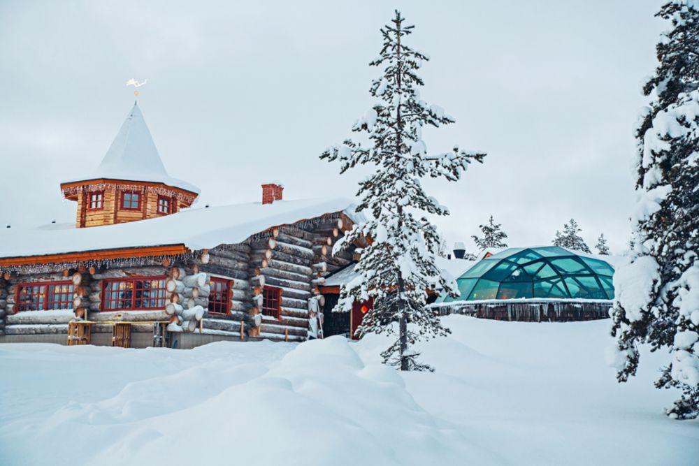 Kakslauttanen-West-Village-Aurora-restaurant.jpg