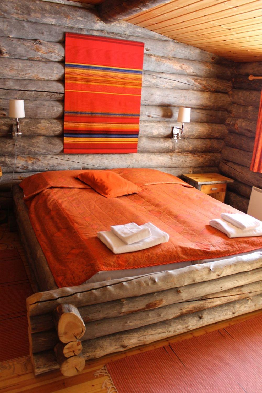 Log-Cabin-Accommodation-in-Kakslauttanen.jpg
