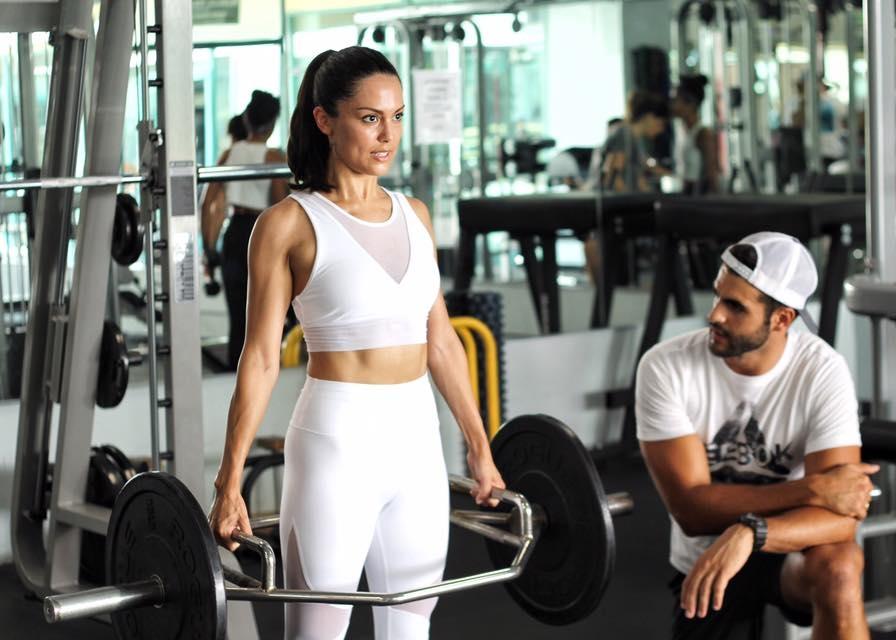 El MUNDO - Artículo sobre los ejercicios mas efectivos para desarrollar las piernas.