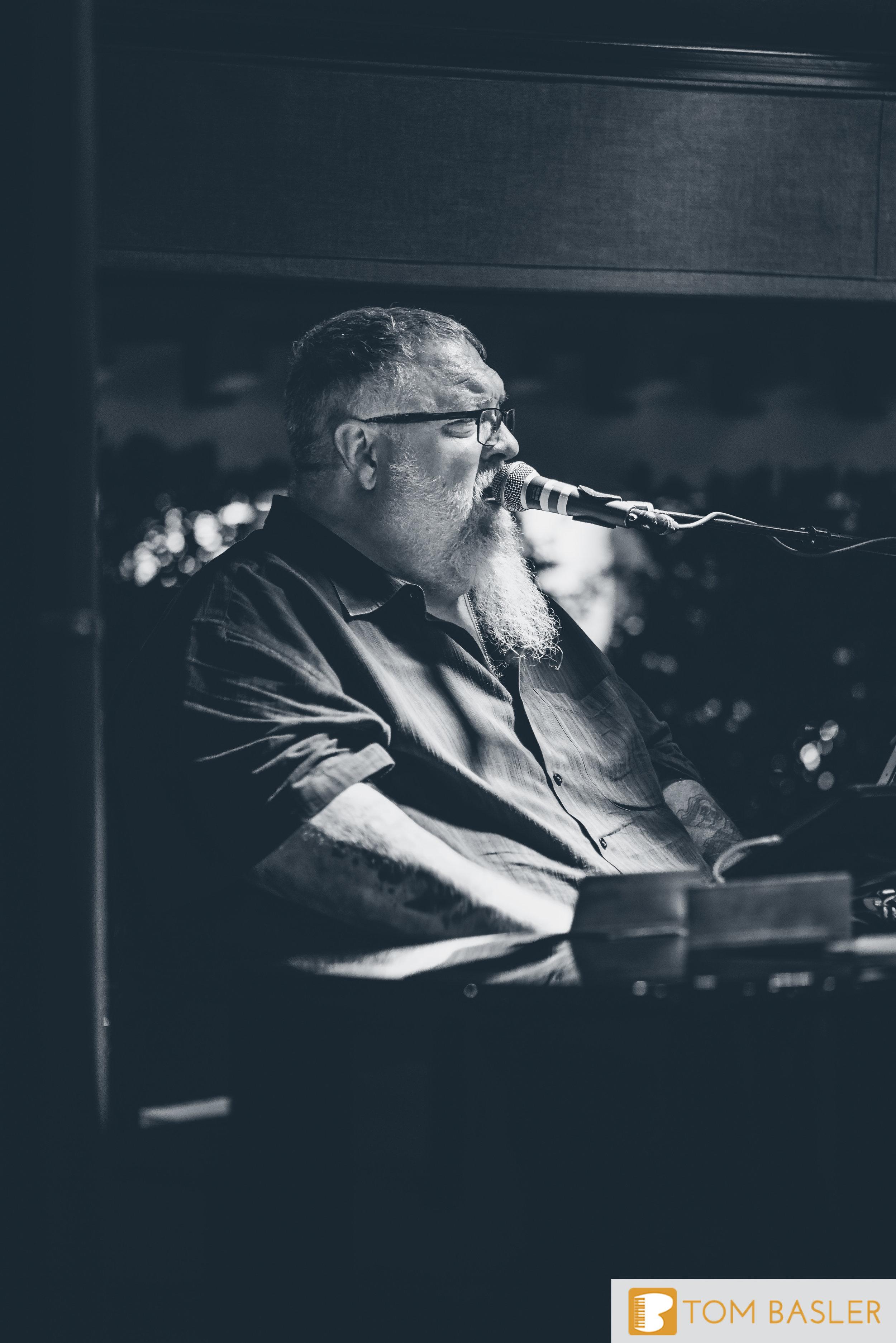 Tom Basler Dueling Pianist at Roosevelt's Tulsa-6.jpg