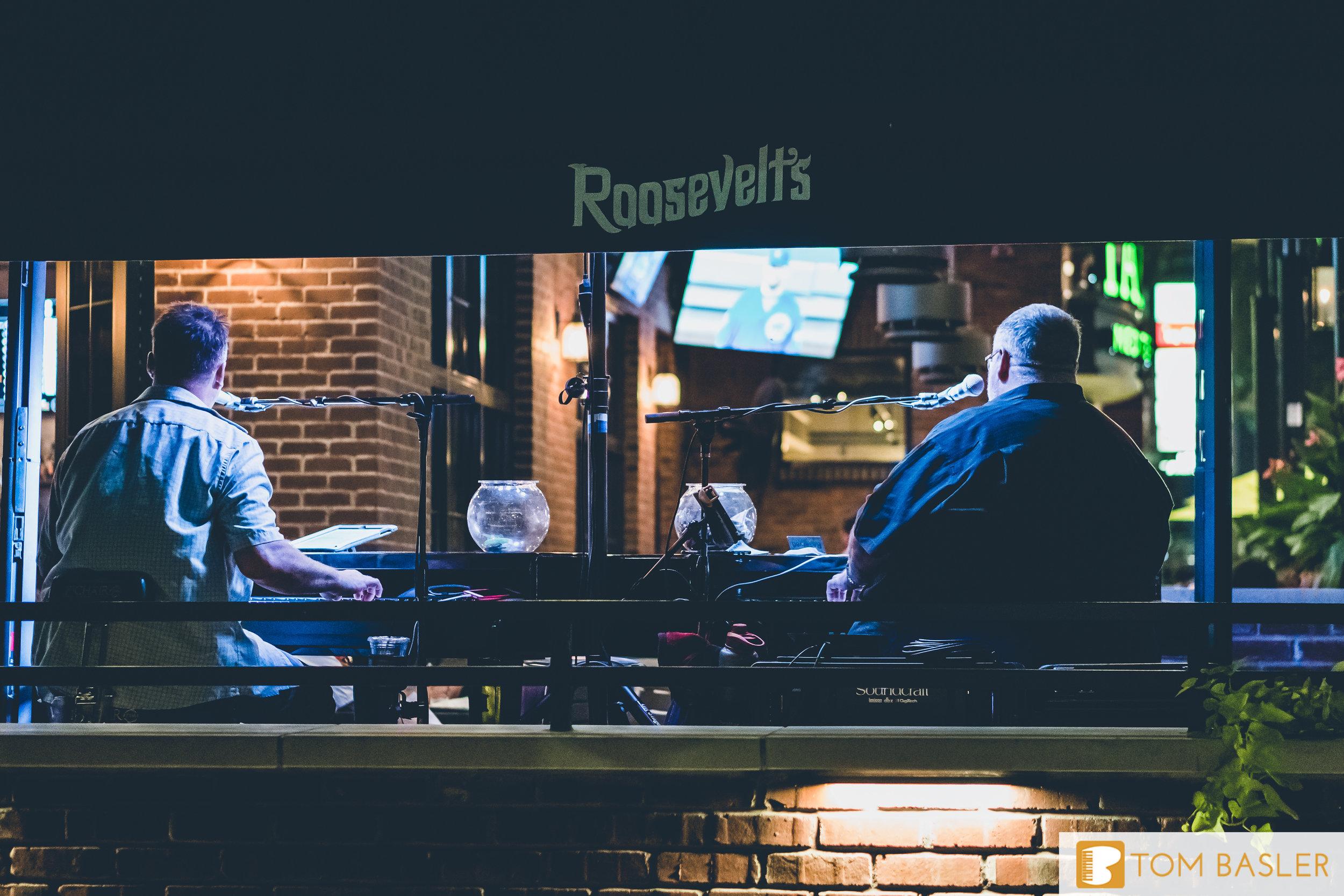 Tom Basler Dueling Pianist at Roosevelt's Tulsa-5.jpg