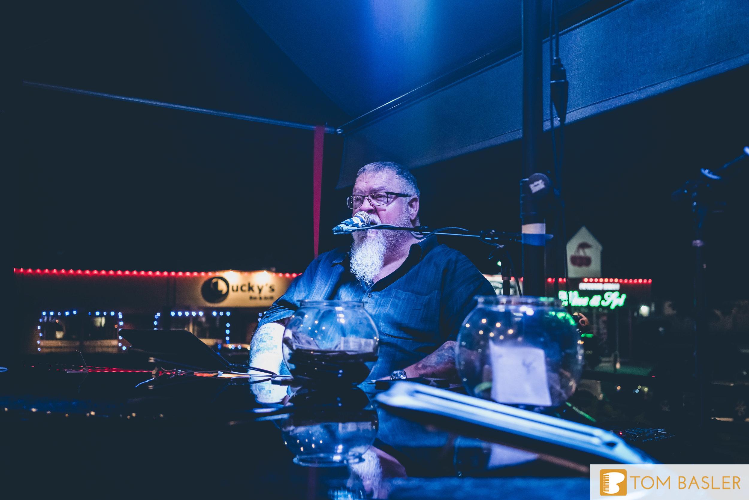 Tom Basler Dueling Pianist at Roosevelt's Tulsa-11.jpg