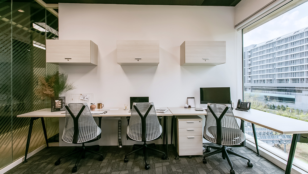 Workcentral Coworking Space Singapore Work Space Office Premium Suites4.jpg