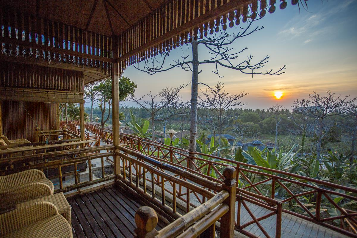 JL Lodge, Ngwe Saung - JL Lodge opened at the beginning of this year. The lodge has beautifully designed bamboo bungalow and it is furnished with a unique design. There are 34 rooms and classified into 4 different categories.