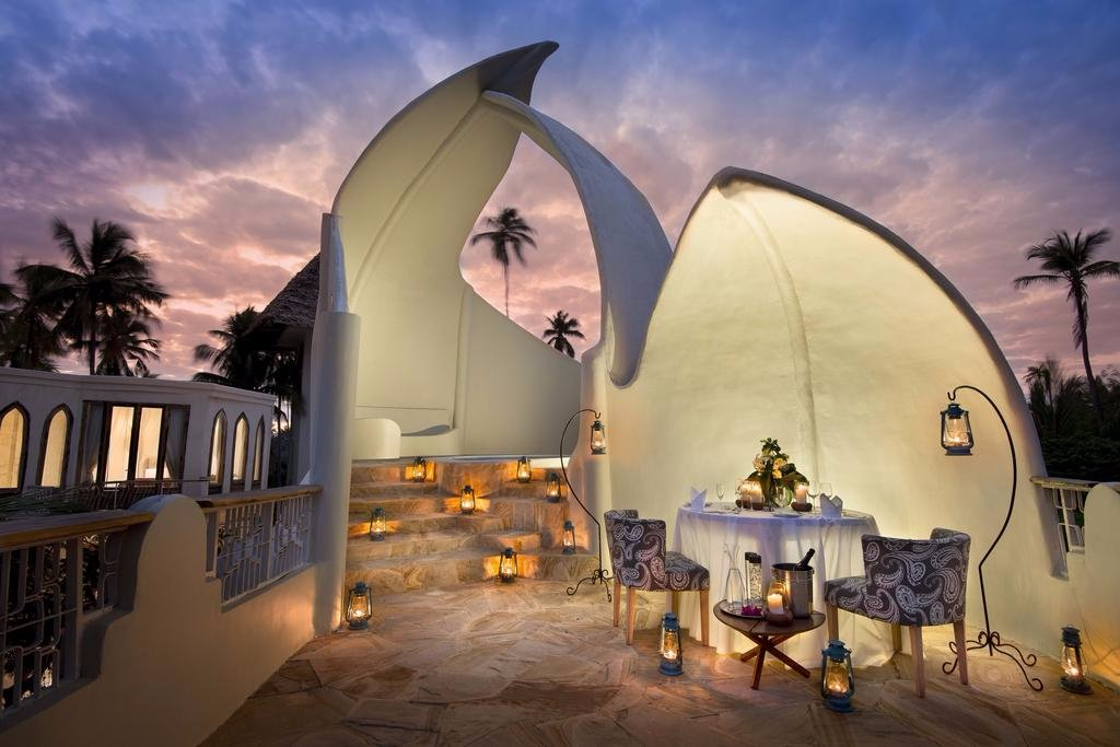 Xanadu Villas   Xanadu Villas features 6 unique and individually designed villas on one of the finest beaches on Zanzibar's South East coast. The villas surround a central pool and dining area and are set within a tropical garden and palm trees.