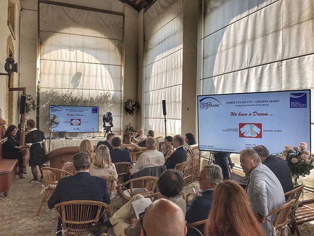 Le più importanti figure e professionisti di Venezia si riuniscono per Venice Future City, un futuro possibile per la città. Un evento business con Fornitura attrezzature tecnica ed assistenza a cura di Tecnosound.  #tecnosound #corporateevents #eventi #businessevents #venice #venezia #servizipereventi #service