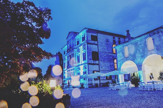 Anche la pioggia non ferma le nostre soluzioni di Lighting Design! — Even the rain can't stop our Lighting Design solutions!  #tecnosound #service #events #eventi #weddigs #matrimonio #weddingdesign #weddingreception #wedding #weddingday #weddingideas #wedingday #weddingideas #wow #amazing #ideas #love #italia #italy #weddinginitaly #dancefloor #lighting #lightdesign #audio #music #weddingmusic #weddingplanner #luxurywedding #luxury #luxuryevents