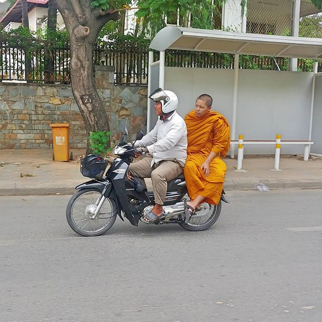 #MotorbikeMonk in #Cambodia. Phone tech blows my mind. My camera caught the spokes on that moving motorcycle. . . . . . . . . . . #Cambodia #backpacker #backerlife #backpackcambodia #backpackphnompenh #visualizeleaving #monk #motorcycle.