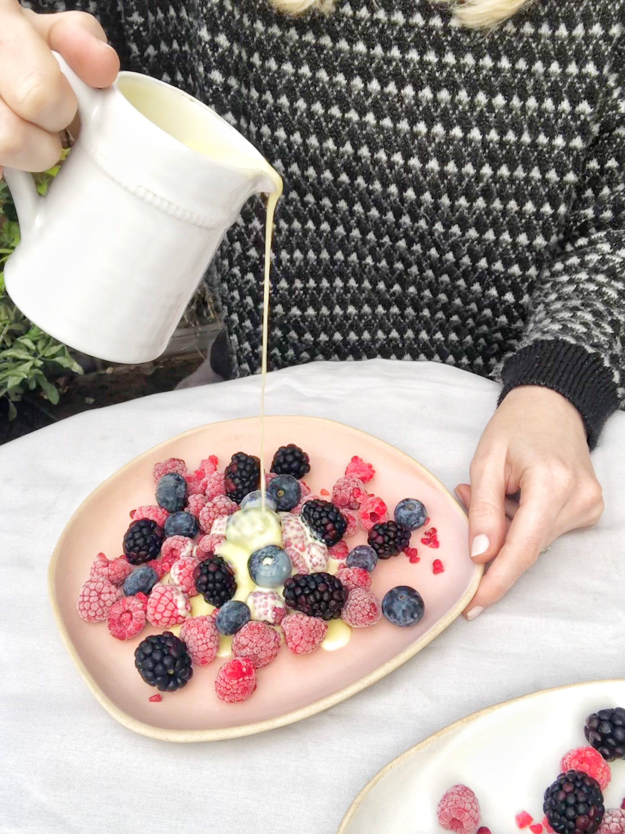FROZEN BERRIES WITH HOT WHITE CHOCOLATE SAUCE