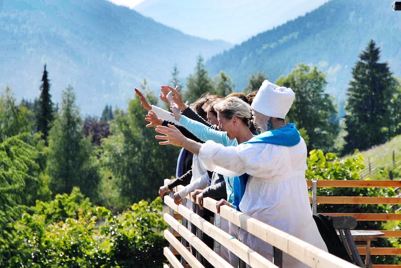 Finde neue Freunde und nimm teil an der weltweiten Yoga Gemeinschaft.