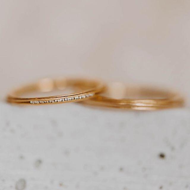 Auch die feine @sarahmia_de  gehört mit ihrem fairen Schmuck nun zu unserem Kollektiv. Welcome Sarah! 🙌 #Repost @sarahmia_de ・・・ sarah mia Pur - Saturnkussringe zart, 750 Gelbgold aus Fairem Handel.  #sustainablewedding #sustainableweddingrings #nachhaltigetrauringe #greenweddingrings #grüngold #ökogold #fairtradetrauringe #fairtrade #braut2018 #Hochzeit2018 #fairtradeverlobungsring #fairtradejewelry #sayyes #achtsametrauringe
