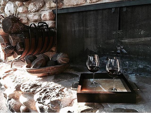 Can't wait for weather cool enough to sip wine by the fire! 🍷🔥❤️ . . . On The Rocks tray- solid Peruvian Walnut, Onyx and hand hammered polished brass handles. Available on the website.