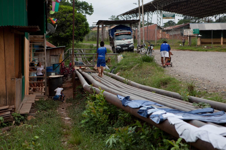 Eine koloniale Siedlung entlang der Via Pindo Ölstraße, Provinz Orellana