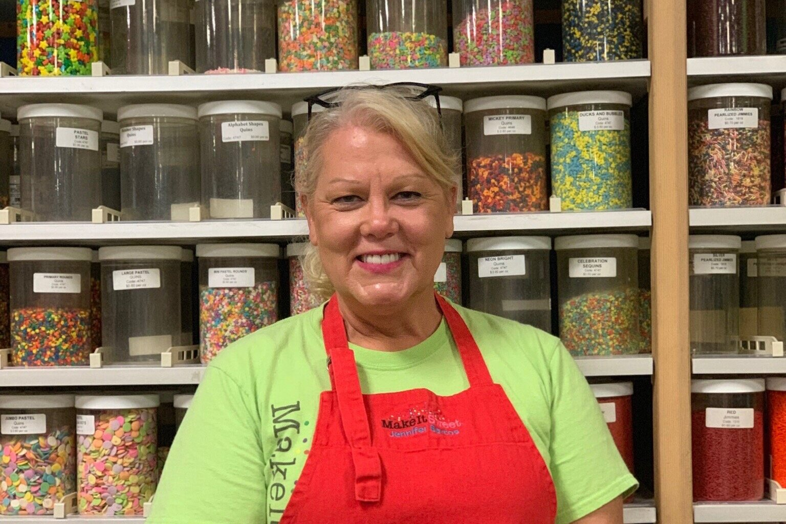 Jennifer Bartos    Jennifer is the owner and head instructor of Make It Sweet, an Austin based specialty retail supply store and hands-on classroom studio with a focus on the tools, supplies, ingredients and educational and recreational classes to make beautiful and delicious cakes, cookies and candies.