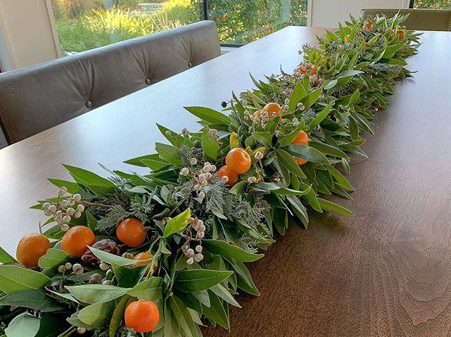 Holiday Table runner, made with bay leaf and citrus. #holidaydecor #christmas  #bayleaf #citrus #christmasdecor #tablerunner #garland #garden
