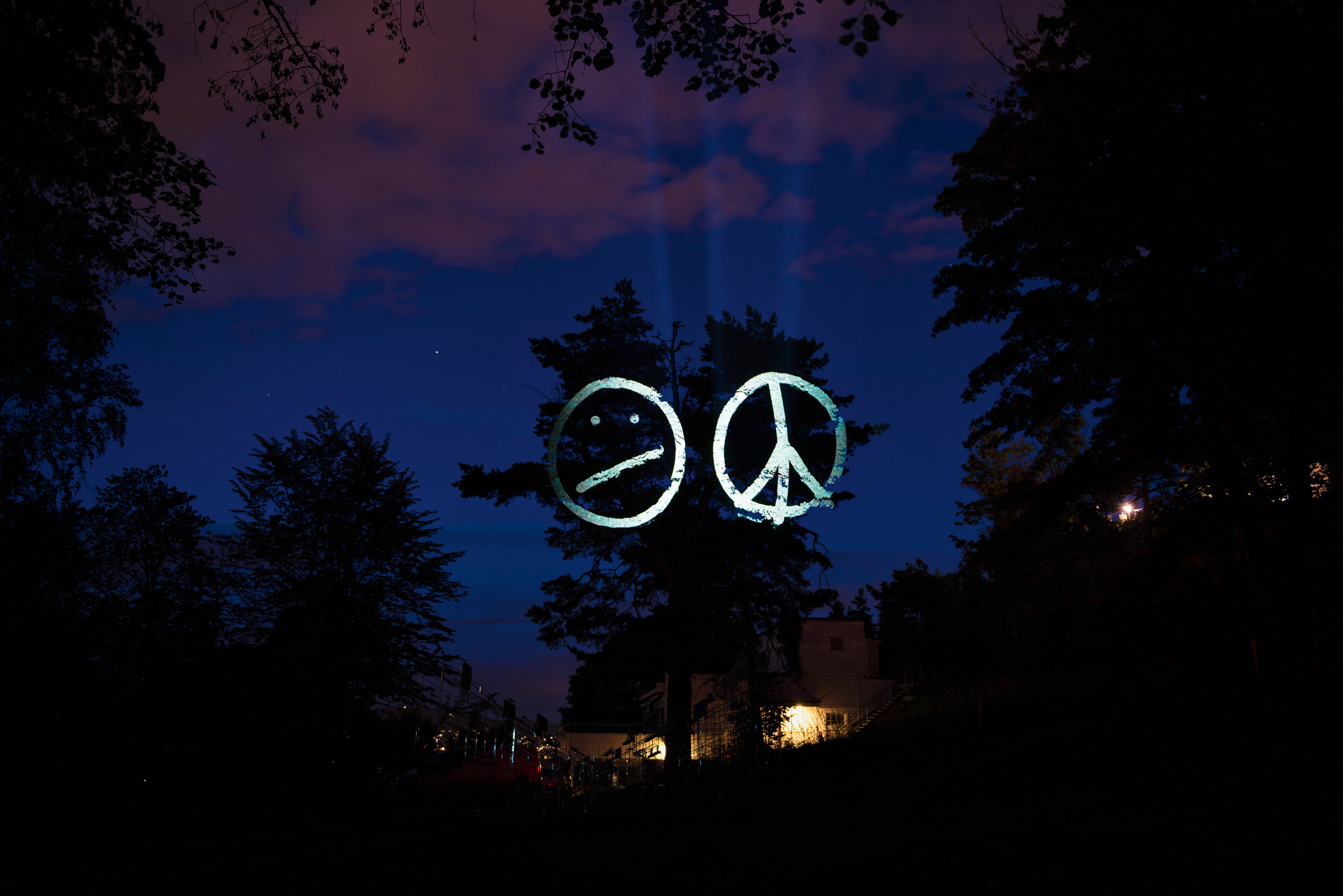 Tony Oursler, Cognitive Dissonance, 2013 Ekeberg parken 2.jpg