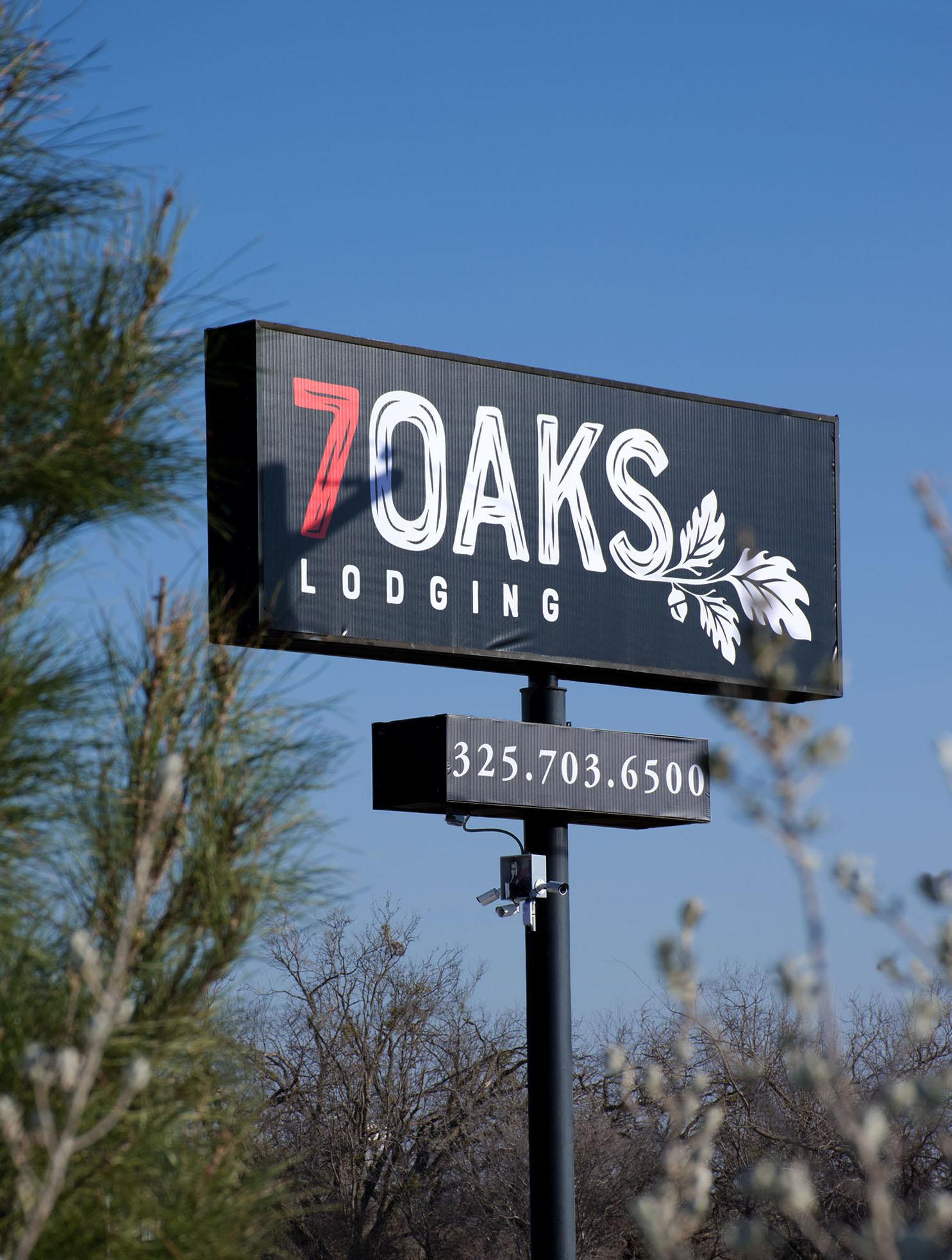 7 Oaks Lodging
