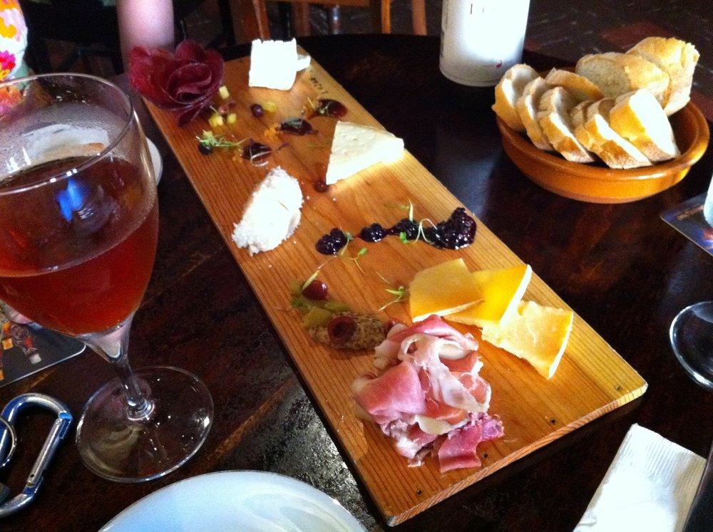 Rootstock Wine & Beer Bar - $$, West Town, Gastropub, Sidewalk Seating, Dog Friendly