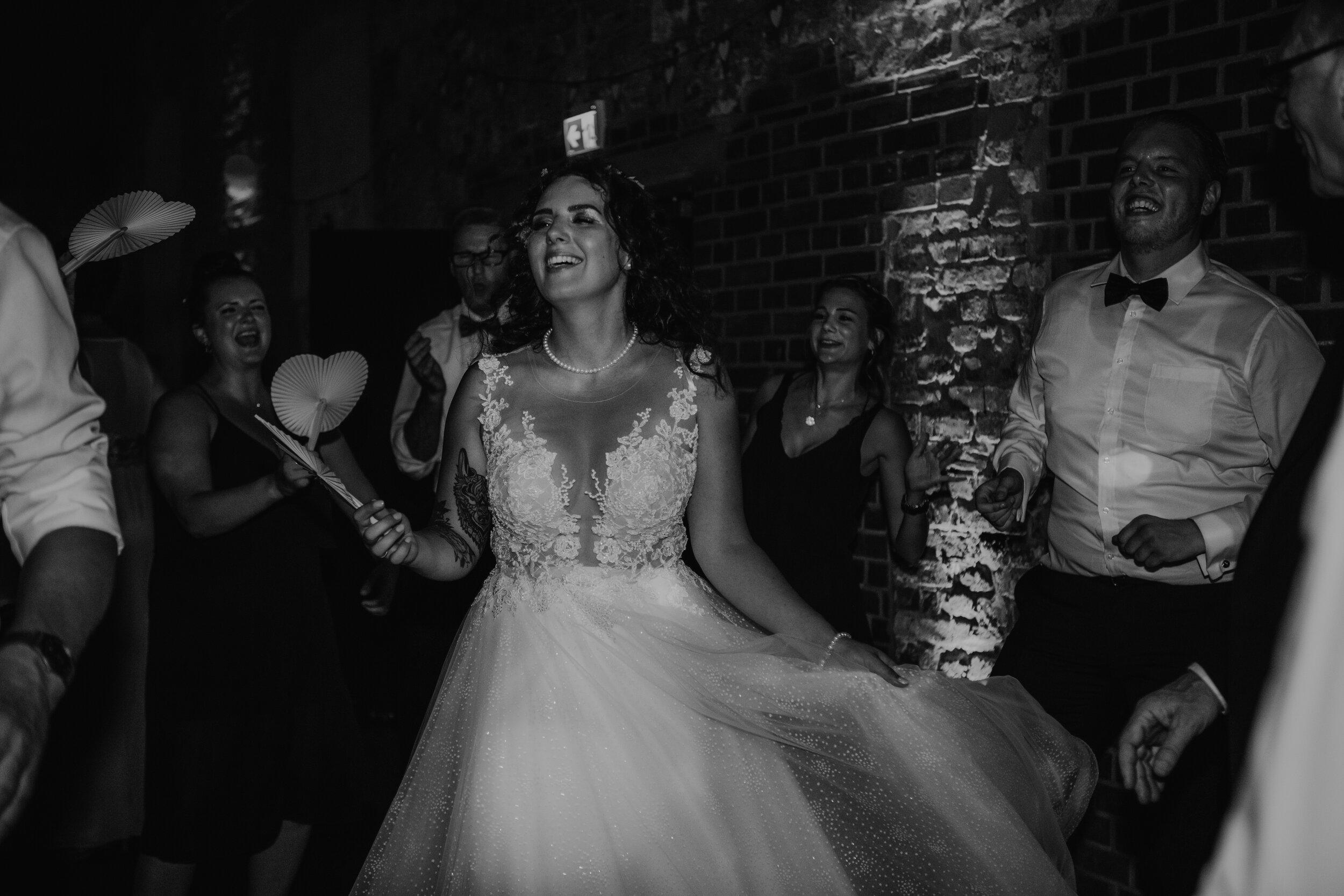 Hochzeit_Braut_Happy.jpg