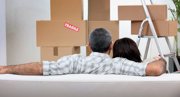 couple-apartment-moving-in-604cs032113.jpg