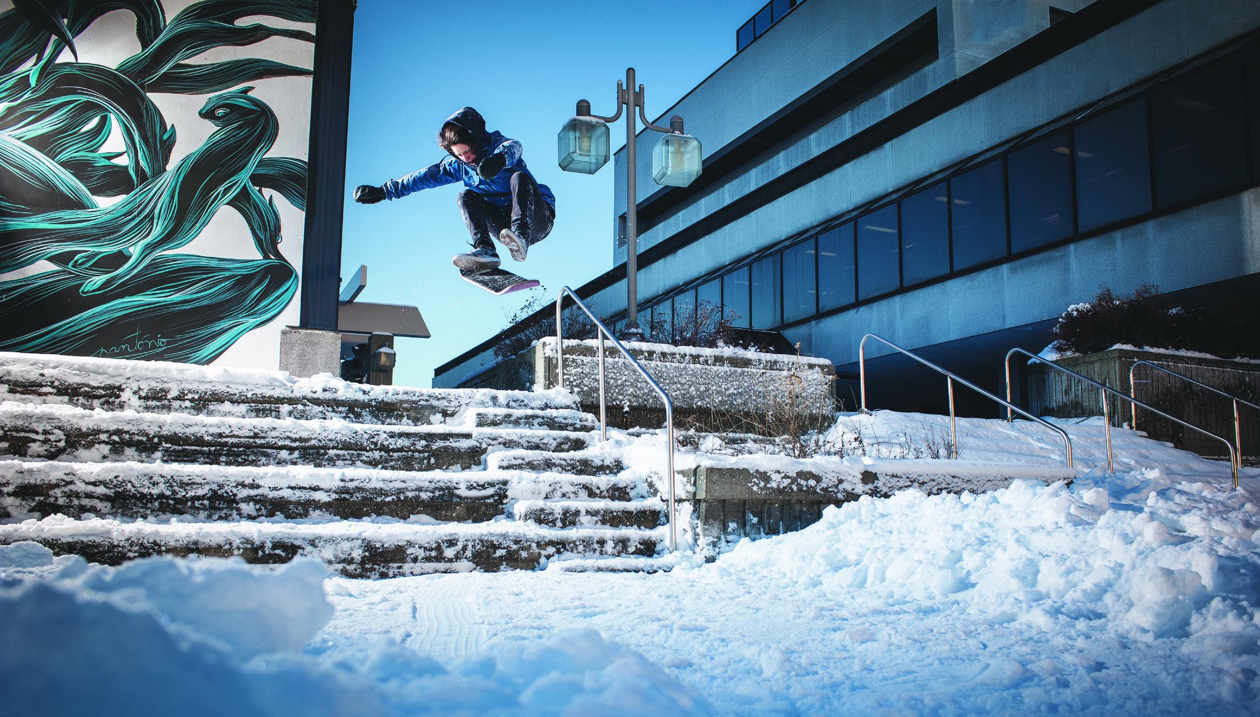 Snowskate Moreau Kickflip