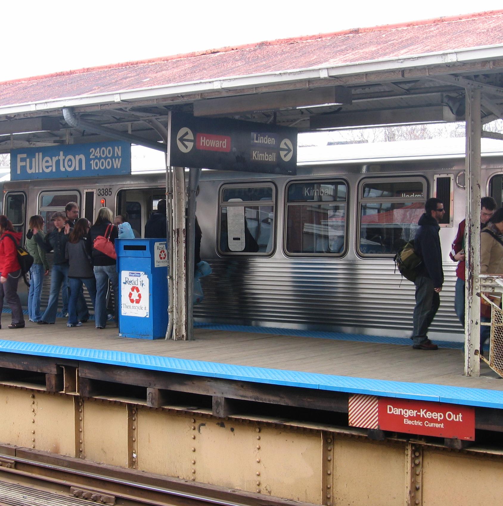 Chicago_subway_fullerton_station3.jpg