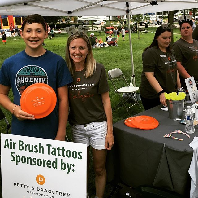It's summer time!!! So fun seeing you all at Gathering on the Green. Can you guess our giveaway? 😎#westernsprings #gatheringonthegreen #ilovemytown #brightsmilingfutures #mypdsmile