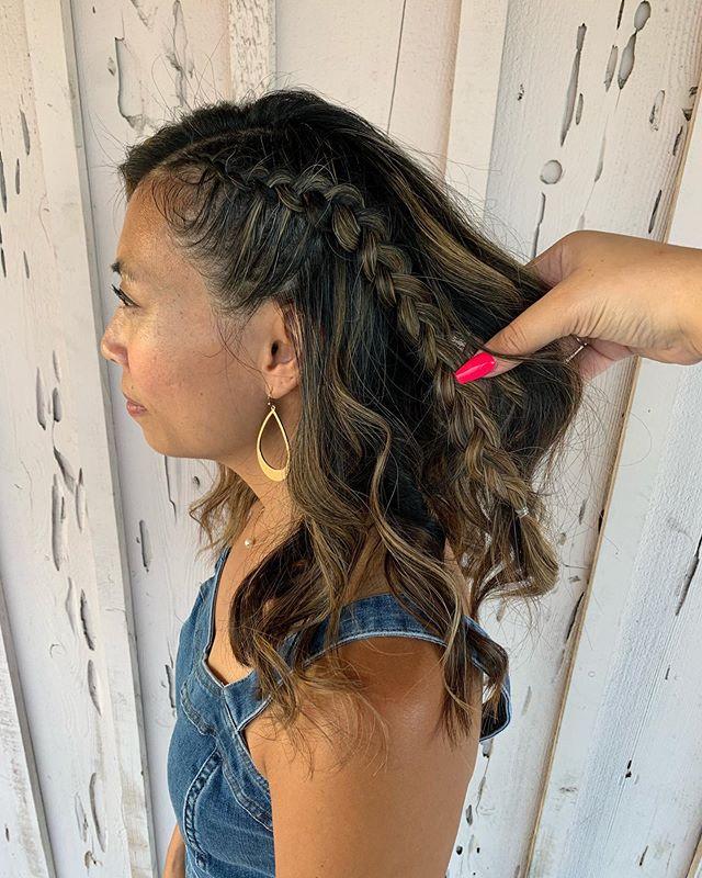 Braided up 💕 • • • • #hair #hairstyle #braided #braids #style #jeans #halfuphalfdownhairstyle #halfuphalfdown #braid #braidedponytail #wavyhair #behindthechair #ocsalon #americansalon #beauty #fashion #fullerton #placentia #brea #yorbalinda #anaheim #cali