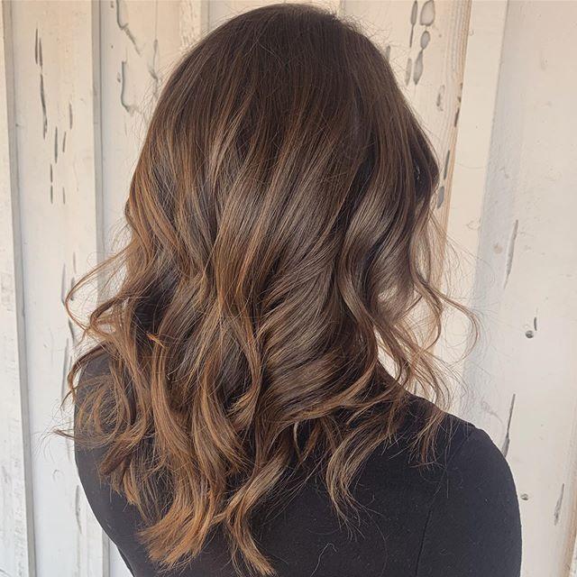 Cinnamon swirl 🌀 • • • #style #brunettebalayage #brunettehair #brunette #brunettes #hair #hairpost #fullerton #placentia #Brea #ocsalon #americansalon #orangecounty #fashion #fallfashion #fallhair #darkhair #behindthechair #balayage