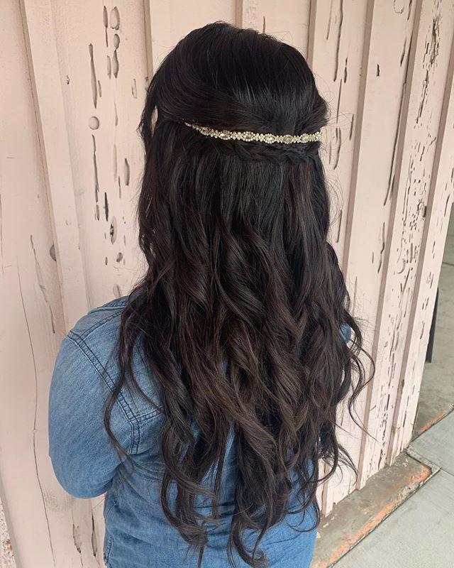 Simple and cute 💕 • • • #behindthechair #hair #hairpost #hairstyle #braided #weddinghair #wedding #halfuphalfdownhairstyle #halfuphalfdown #style #fashion #placentia #fullerton #brea #anaheim #curls