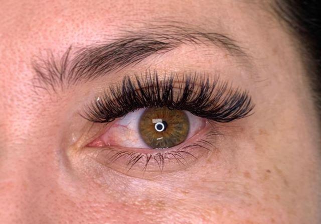 Those eyes 💚🧡 • • • #lash #lashes #lashextensions #eyes #green #hazel #beauty #makeup #mua #volumelashes #volume #fullerton #dtf #downtownfullerton #brea #fullertonsalon #ocsalon #behindthechair #style #fallspecial #americansalon #lashstudio