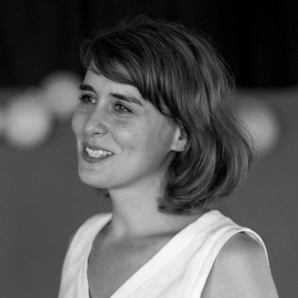 Cristina Pirvu - Coordonator de proiect si PRUn globe-trotter neobosit, inspirata de inventivitatea si autenticitatea copiilor, care isi doreste sa dea înapoi macar un strop din lucrurile bune pe care le-a primit în viata. Lucreaza cu copii, tineri si adulti la Institutul francez din Bucuresti.
