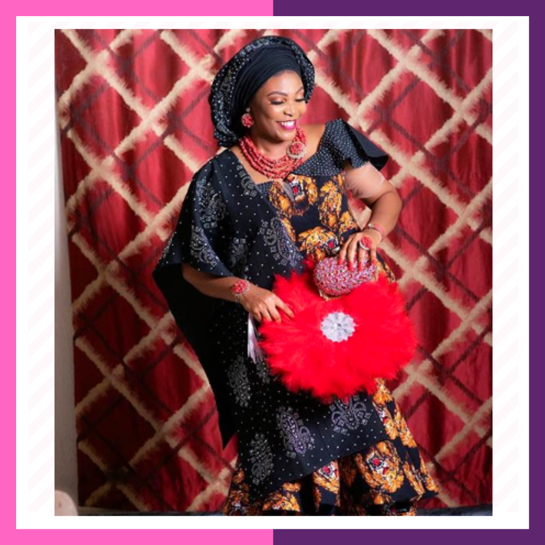elegant party fans - Presenting a royal queen! Our exquisite fan accessories will give your outfit a nice touch of elegance. With so many intense and gorgeous colors to choose from, these party fans will definitely make you stand out at any event.