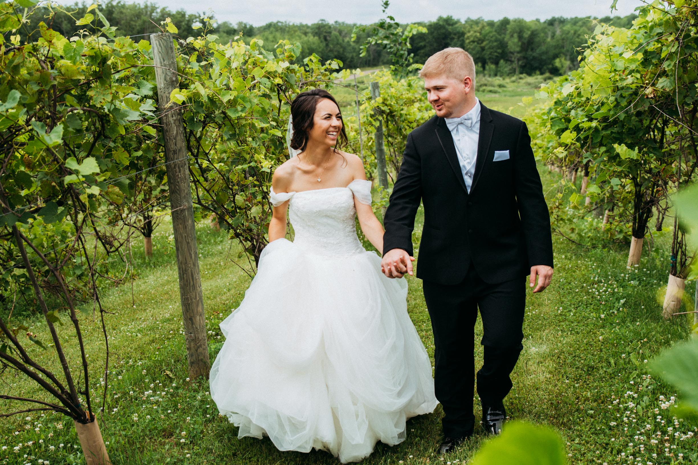 Sarah_Andy_First_Look_Vineyard_Minnesota_06.jpg