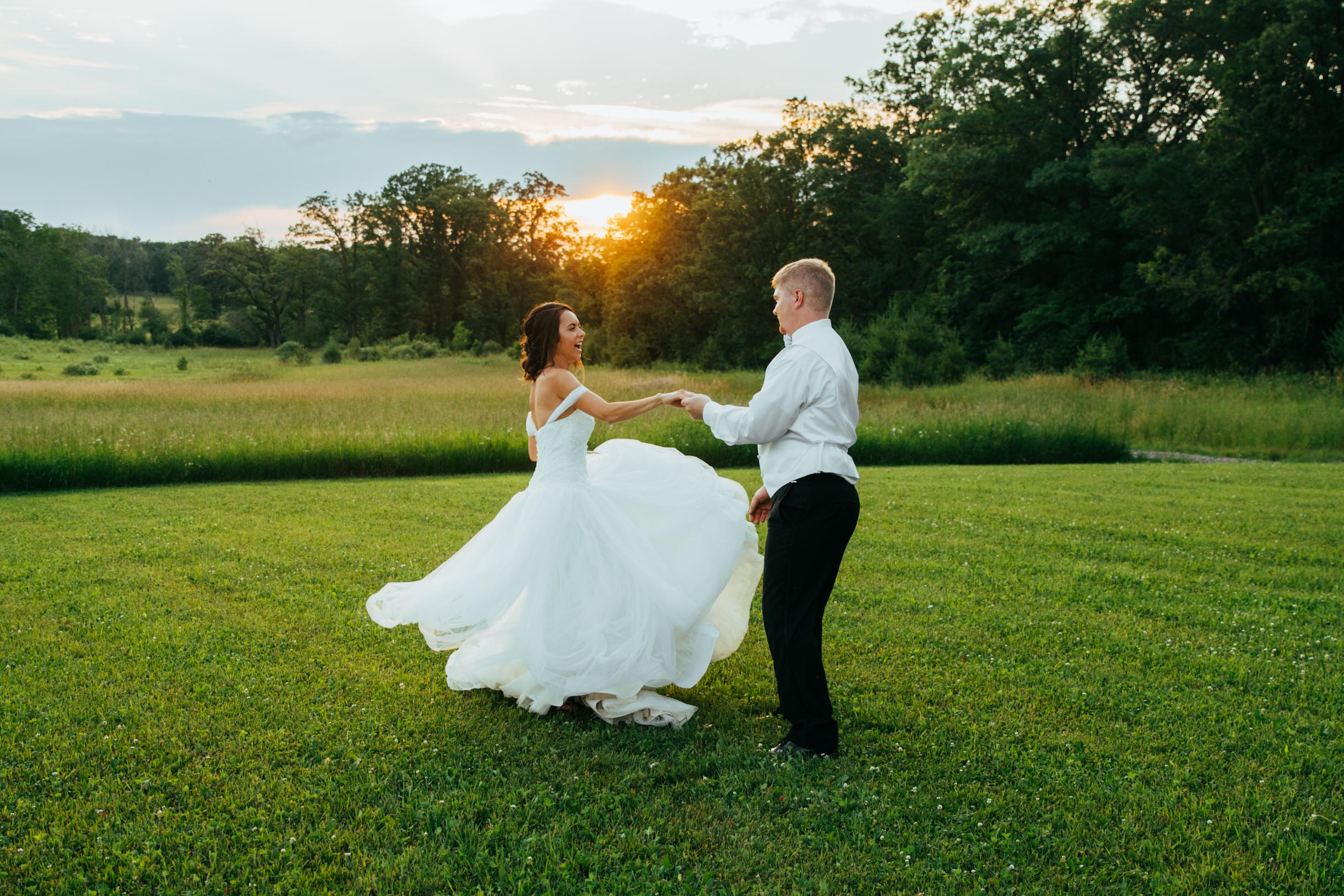 Minnesota_Bride_Groom_Portrait_Sunset_Portraits_Vineyard2.jpg