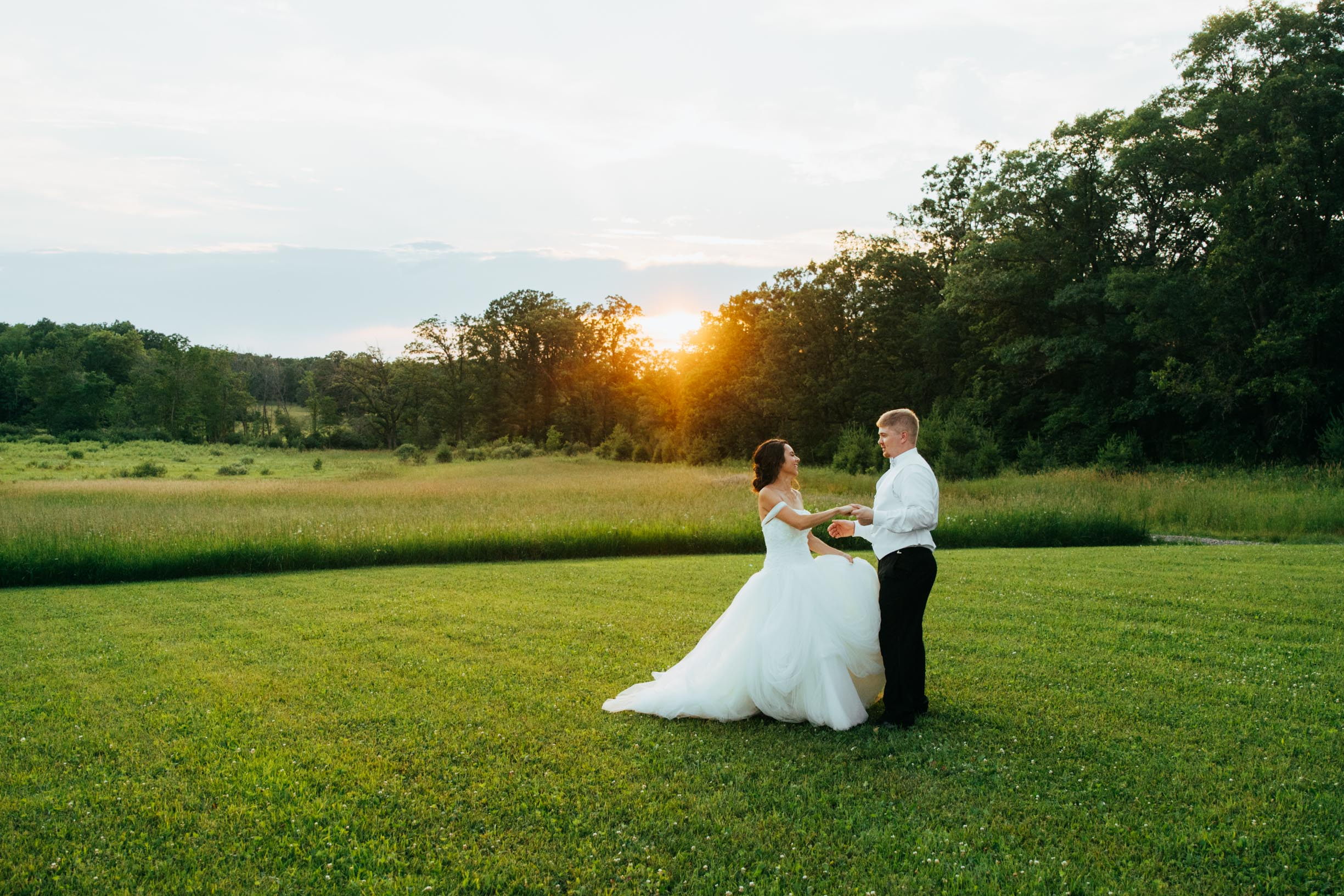 Minnesota_Bride_Groom_Portrait_Sunset_Portraits_Vineyard4.jpg