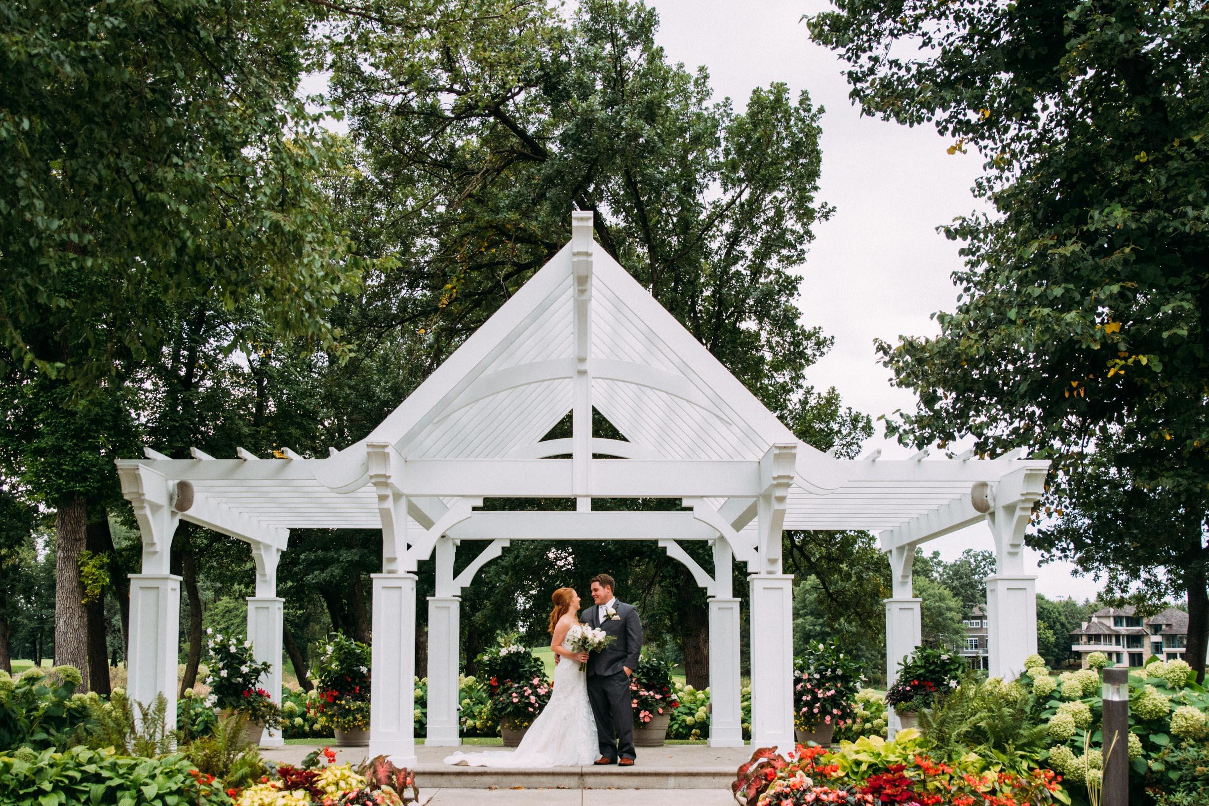 Megan_Zach_Minneapolis_Bearpath_Wedding_Blog-20.jpg