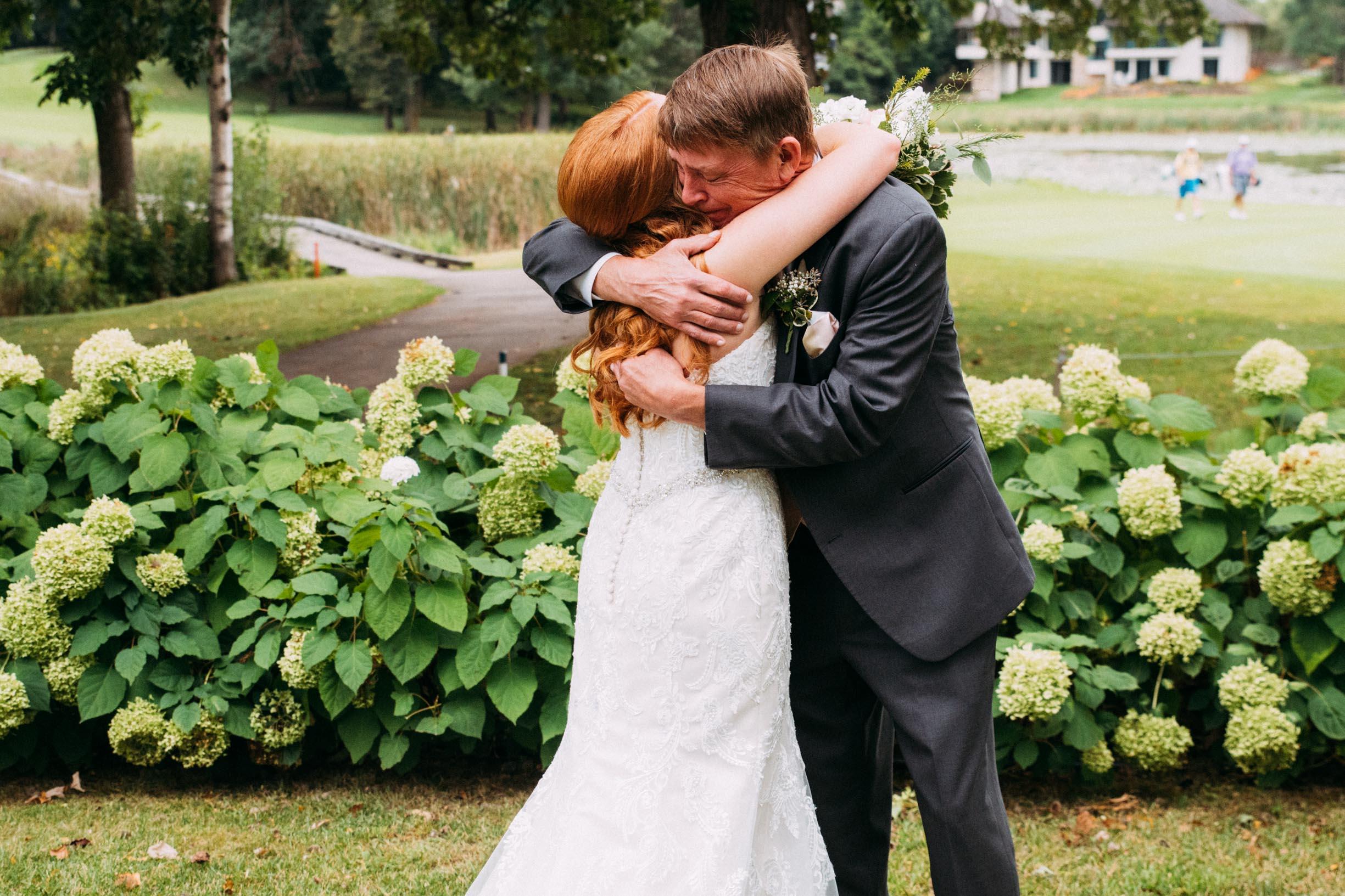 Megan_Zach_Minneapolis_Bearpath_Wedding_Blog-16.jpg
