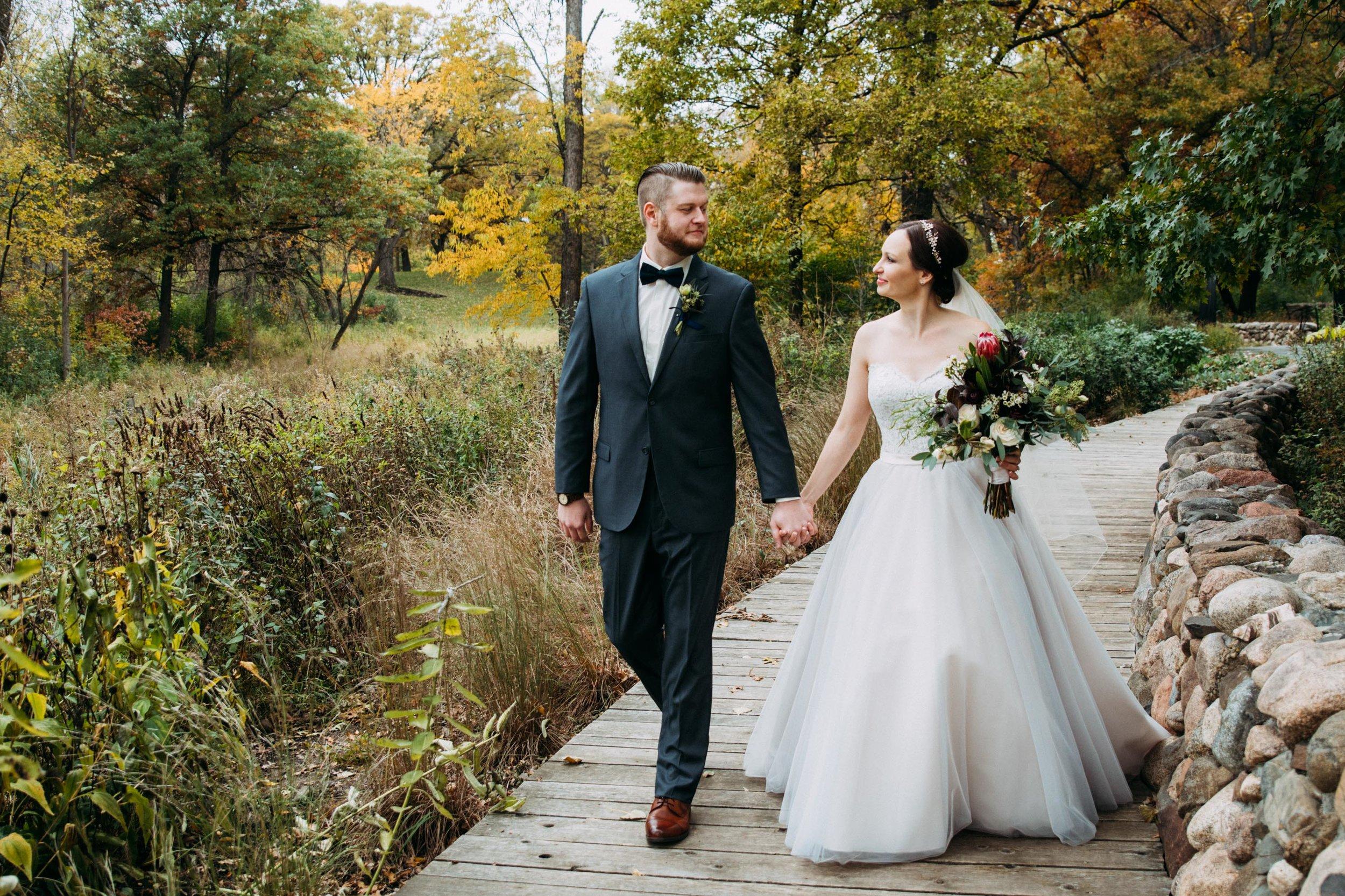 11-Sara_Tom_Bride_Groom_Portraits_Minneapolis_Wedding.jpg