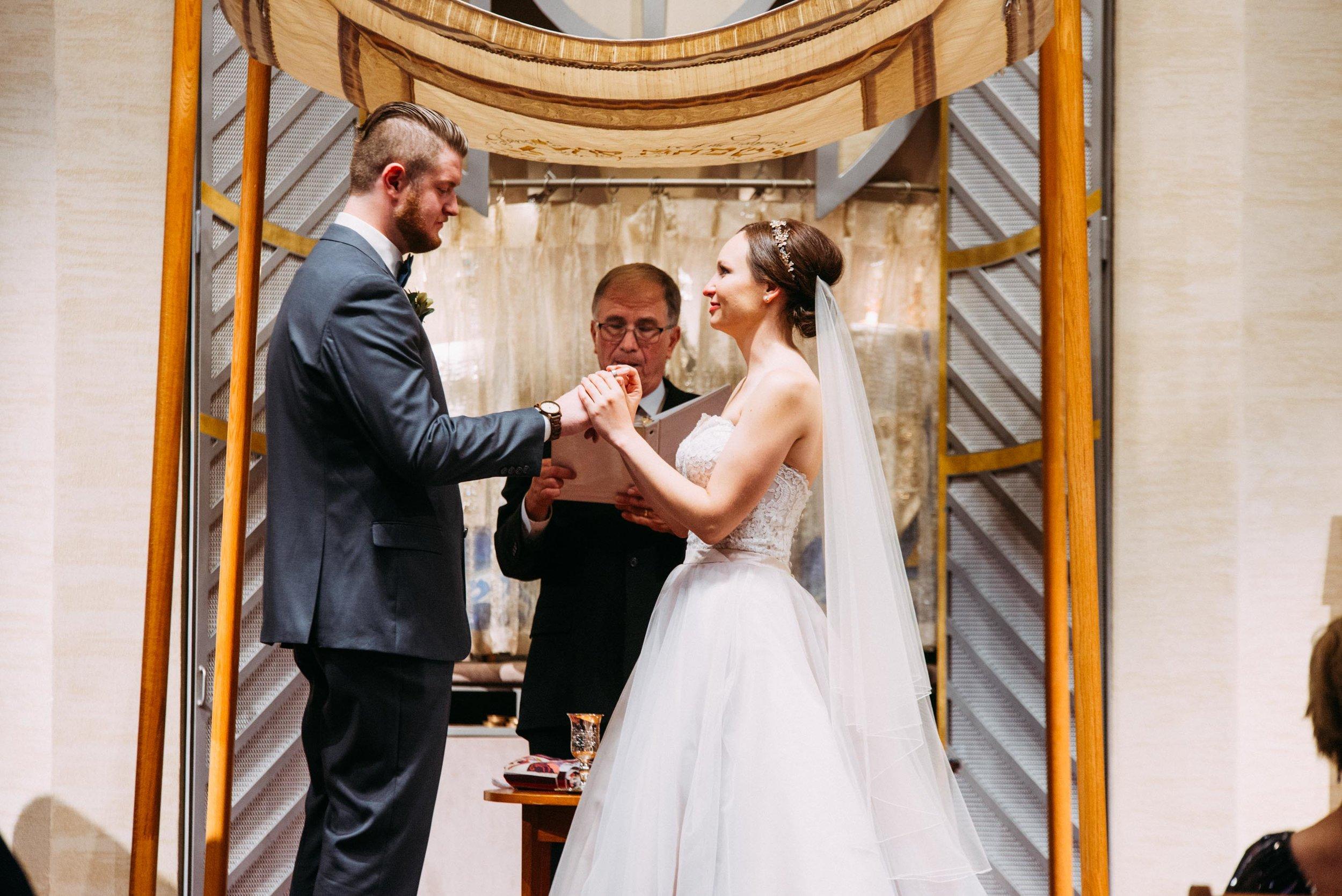 39-Sara_Tom_Minneapolis_Jewish_Wedding.jpg