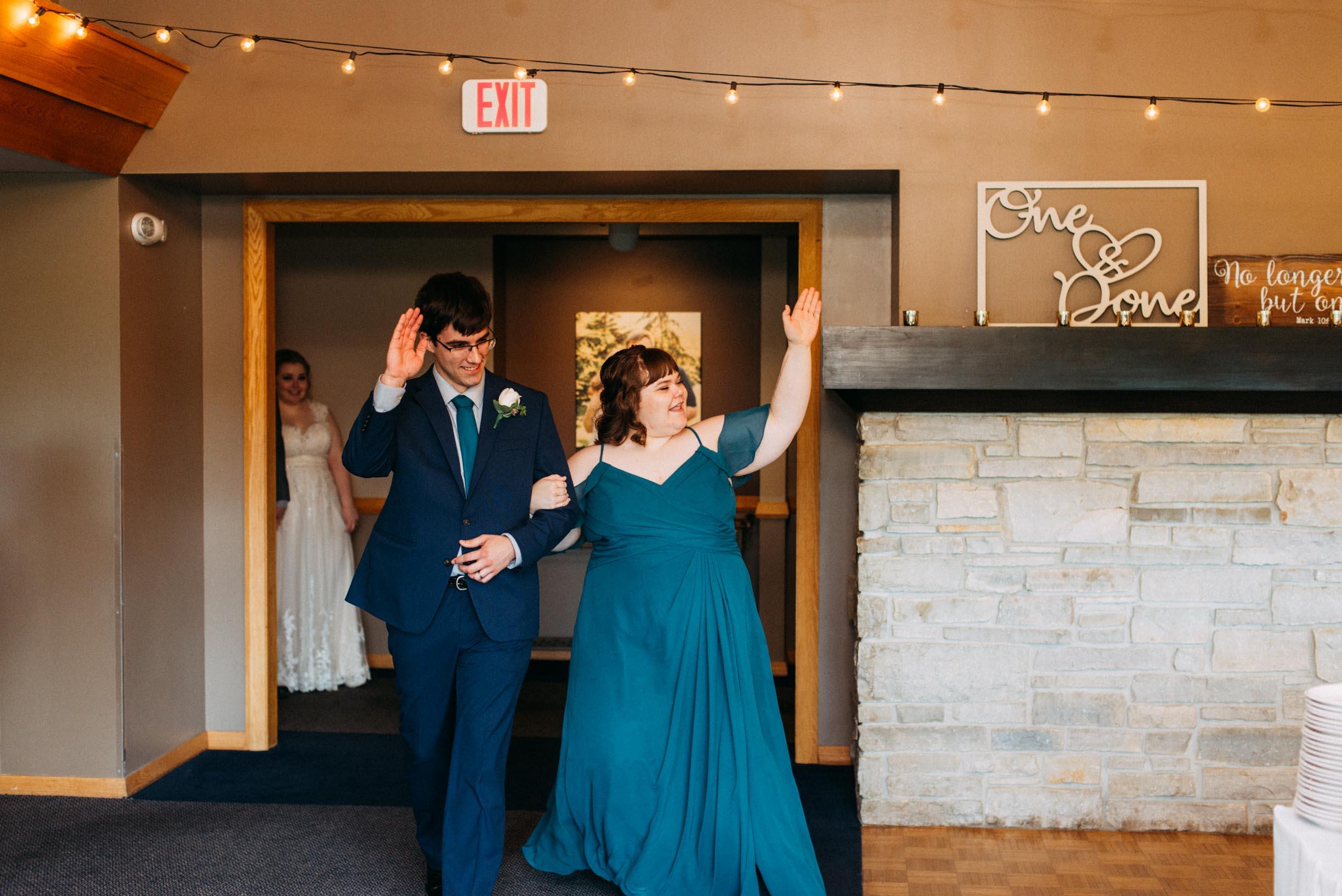 Hannah_Brandon_Wisconsin_Wedding-43.jpg