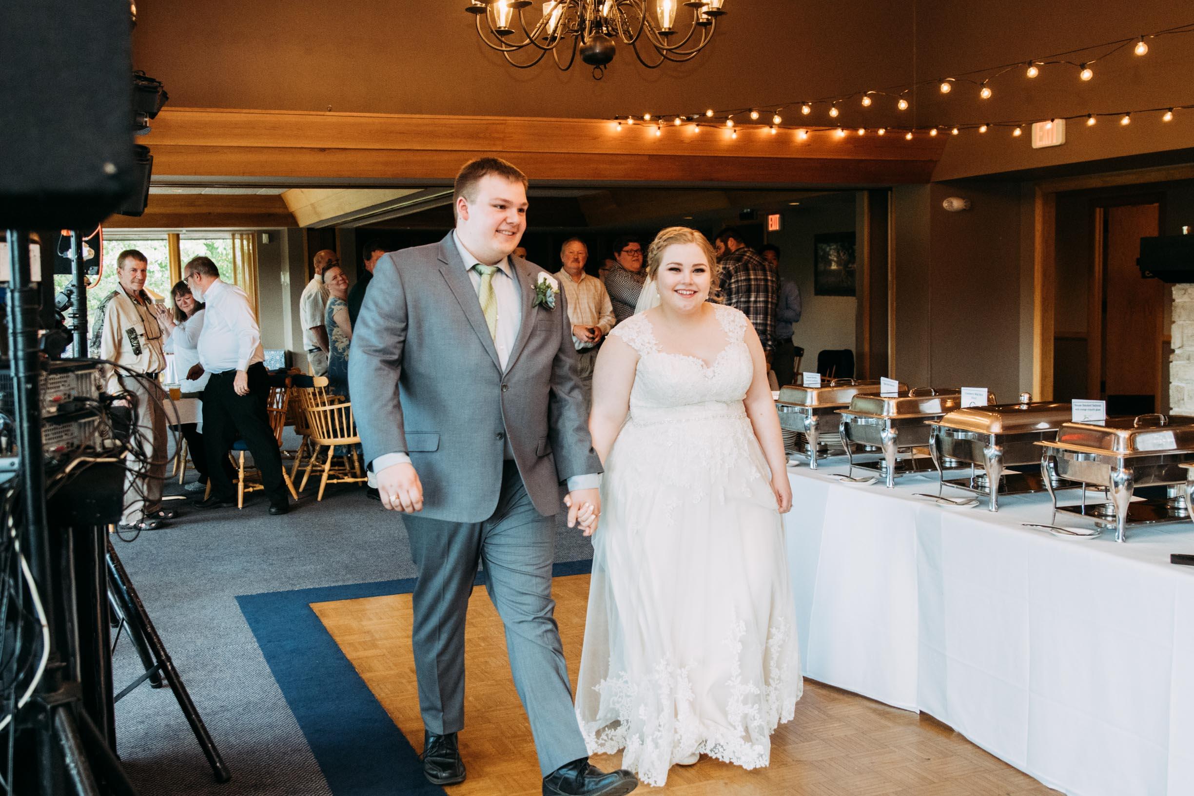 Hannah_Brandon_Wisconsin_Wedding-44.jpg