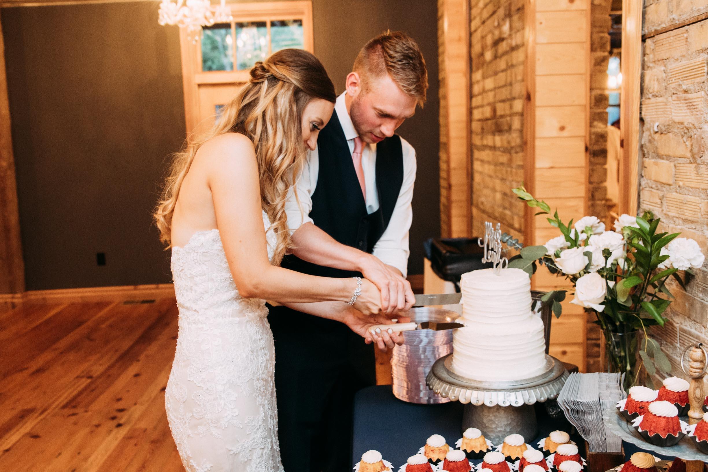 73-WeddingsattheBroz_Minnesota_WeddingBlog_Cake.jpg
