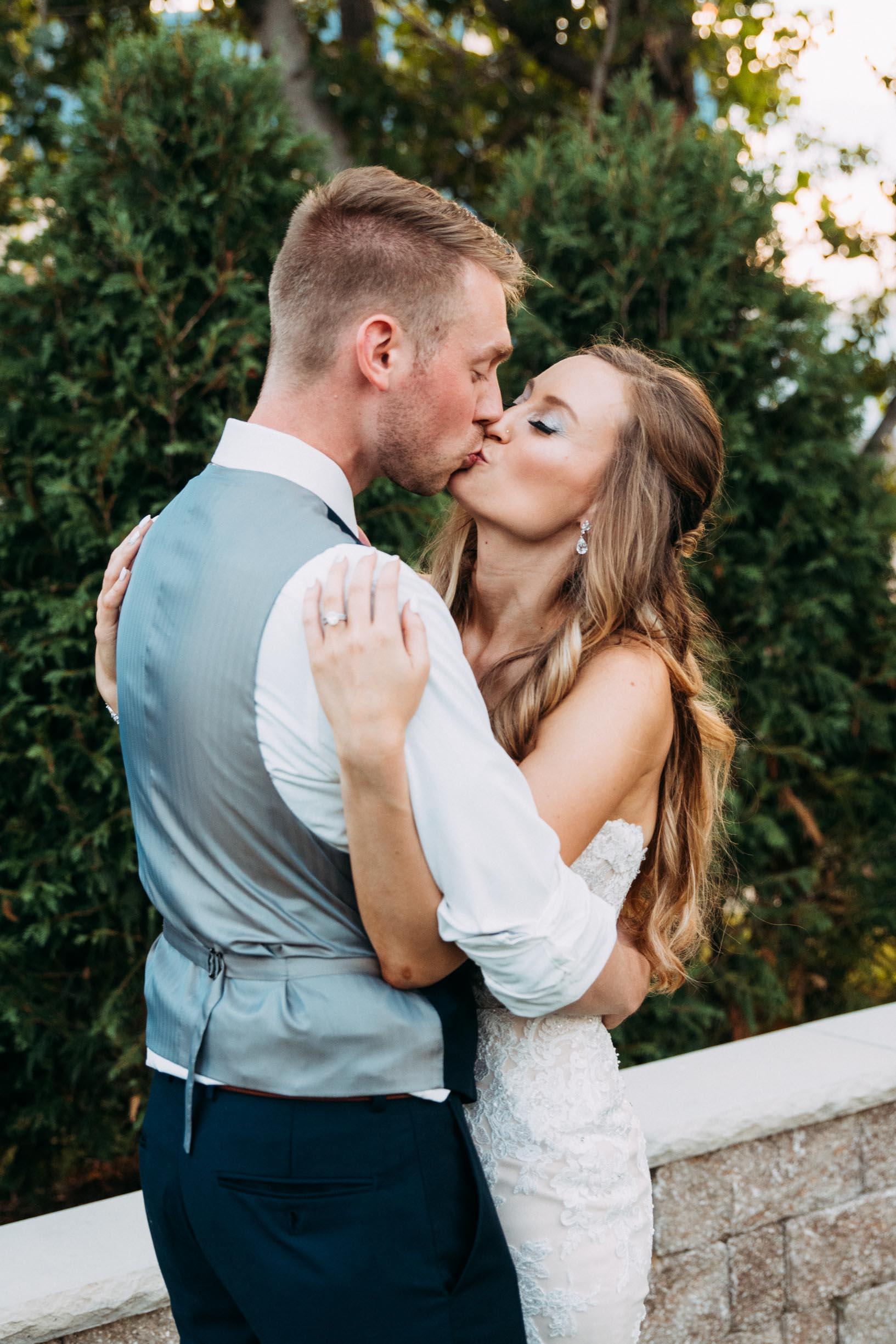76-WeddingsattheBroz_Minnesota_WeddingBlog_GoldenHour.jpg